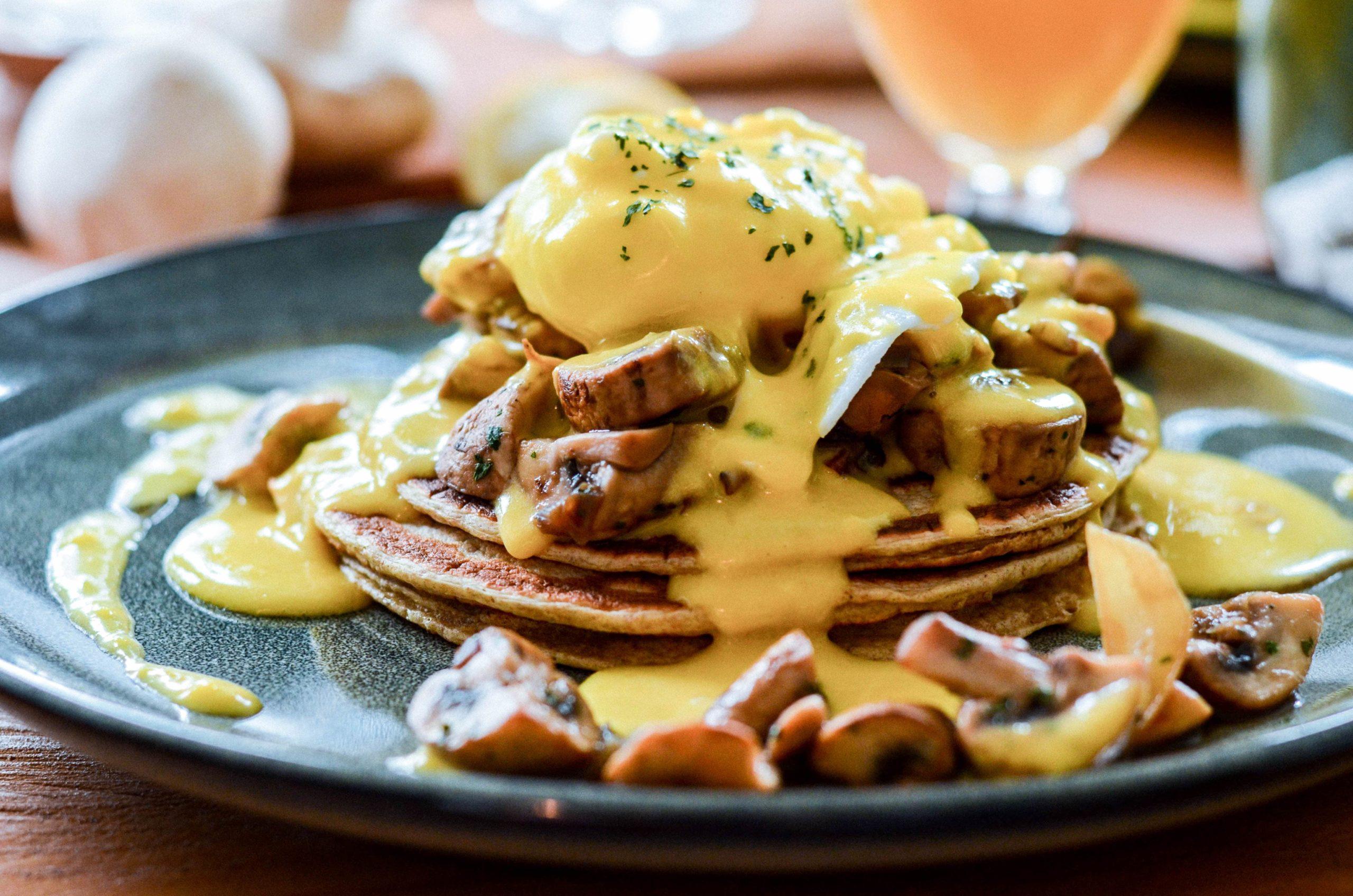 Brunch : Oeuf Bénédicte sur pancake